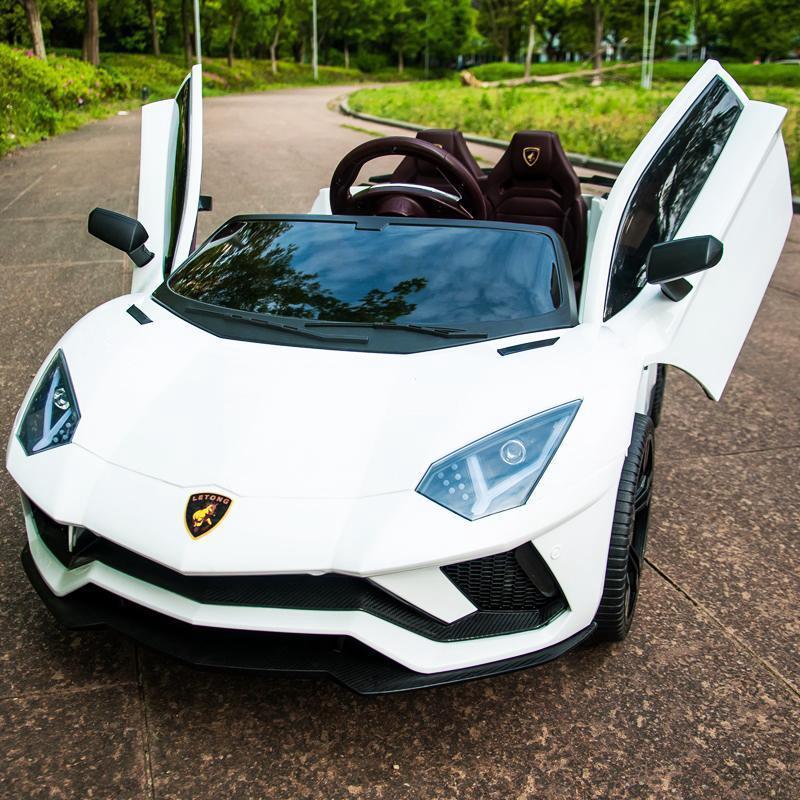 Phần đầu xe ô tô điện trẻ em Lamborghini LT 998 thể thao, sang trọng.