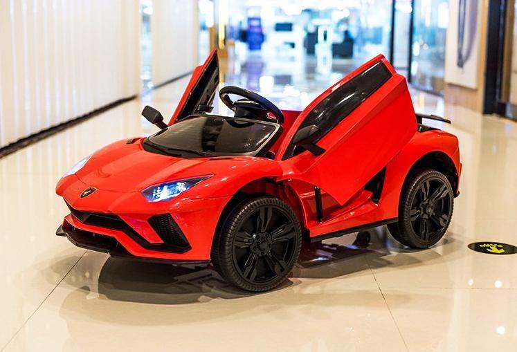 Phần thân xe ô tô điện trẻ em Lamborghini LT 998 cá tính với phần cánh mở chéo siêu thể thao