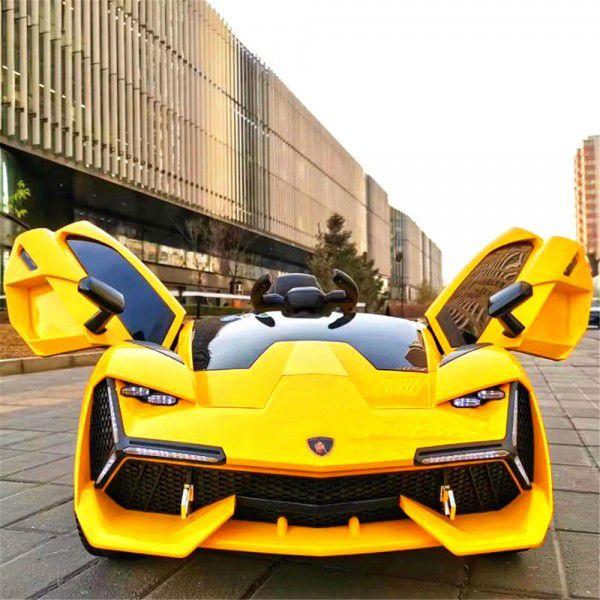 Phần đầu xe ô tô điện trẻ em Lamborghini ấn tượng mạnh mẽ nhất chính là phần đèn LED sáng cách điệu