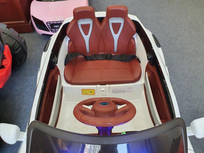 Chỗ ngồi của xe Kupai 2020 rộng rãi phù hợp cho bé từ 1-7 tuổi