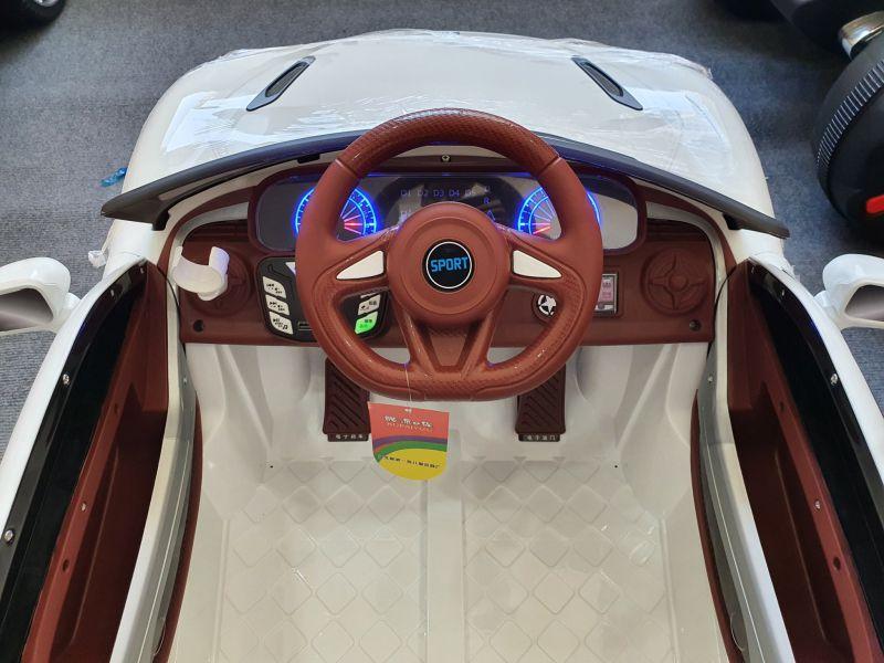 Vô lăng và bảng điều khiển xe ô tô điện trẻ em Kupai 2021