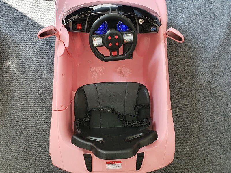 Khoang xe FEY 5189 rộng rãi phù hợp cho bé từ 1-3 tuổi