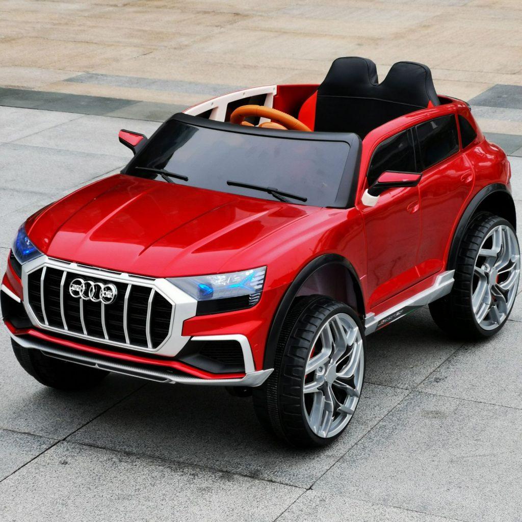 Mẫu xe điện trẻ em SUV cho bé yêu thường có thiết kế 2 chỗ ngồi.
