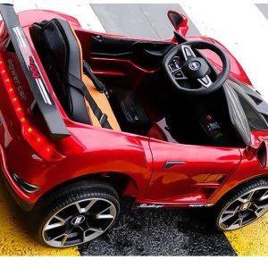 Xe có thiết kế thể thao và bắt mắt.