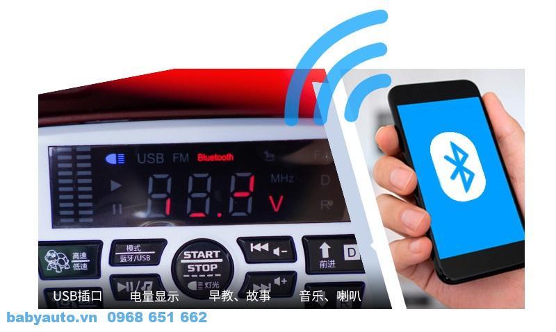 Xe có chức năng kết nối không dây bluetooth từ điện thoại với xe để mở nhạc và điều khiển xe từ xa