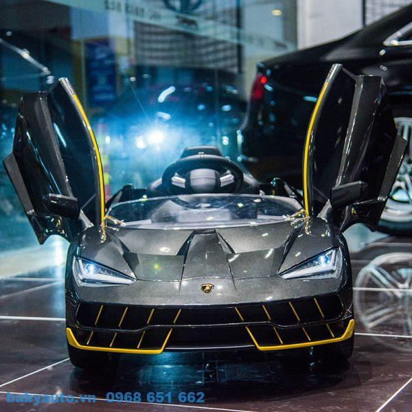Xe ô tô điện Lamborghini BBA 99999 thiết kế giống y mẫu siêu xe thực cho bé.