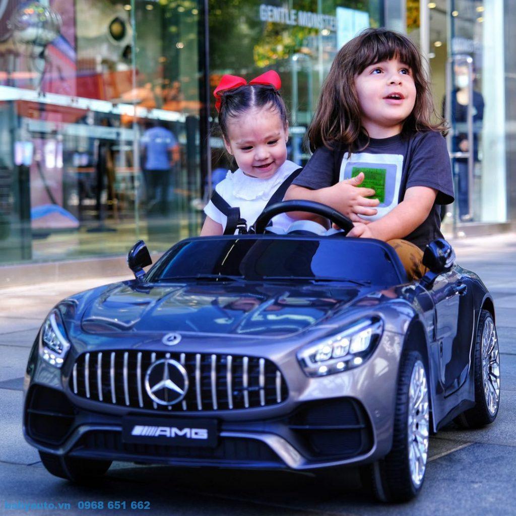 Xe ô tô điện trẻ em Mercedes MH 2588 màu xám khỏe mạnh, sang trọng